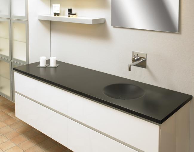 underskab badeværelse Hvid grebsfri skuffer og låger til badeværelse underskab badeværelse